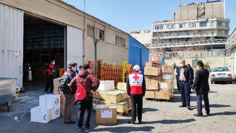 这是在与伊朗方面清点由中国专家组带到伊朗的捐赠物资。(图片由受访者提供)
