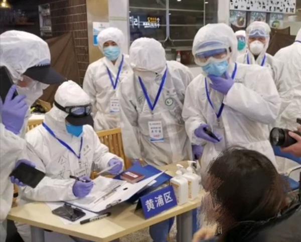 日本返沪女子浦东机场突发大出血,民警及时救援助其脱离危险